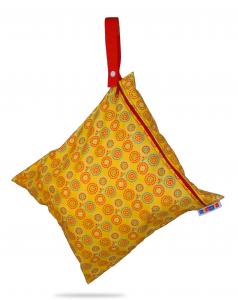 totebag_yellow_hanging_4428-2